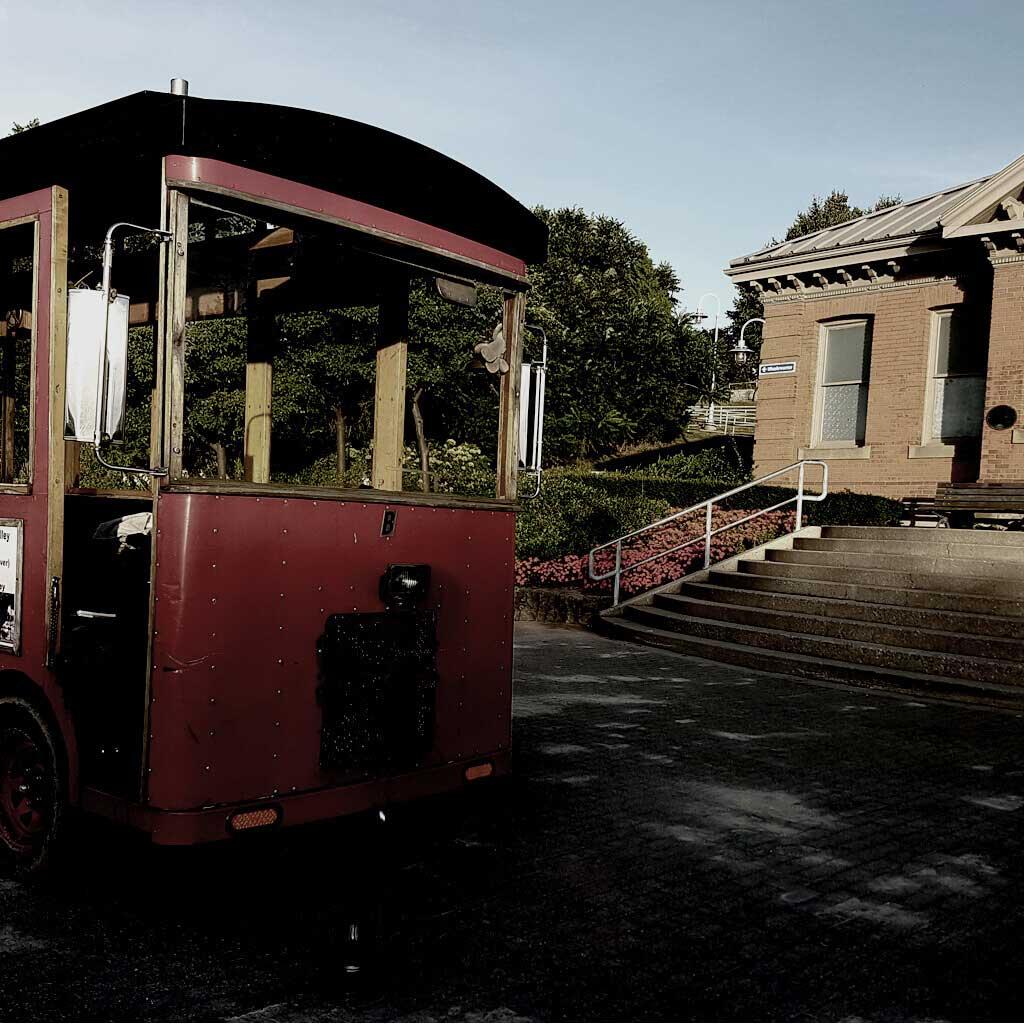 Dark Trolley Tour Hamilton - Open Air Trolley car