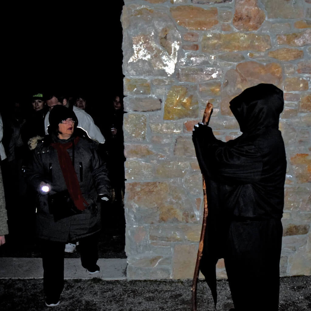 Hermitage Ruins Ghost Walks - Meeting Dead Dude
